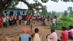 जान देंगे जमीन नहीं देंगे पर अड़े चिल्हों खुर्द के आदिवासी